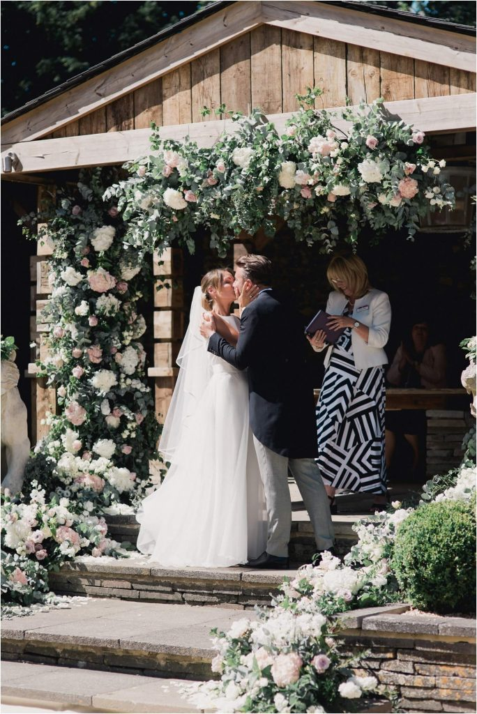 Aynhoe-Park-Wedding-Photos-_-Aynhoe-Park-Weddings-_-Faye-Cornhill-Fine-Art-Photographer_0046