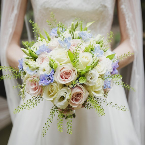 Gorgeous Elegant Oxford College Wedding Flower bouquet at Rhodes House Oxford Joanna Carter Wedding Flower Oxford Oxfordshire Buckinghamshire Berkshire London