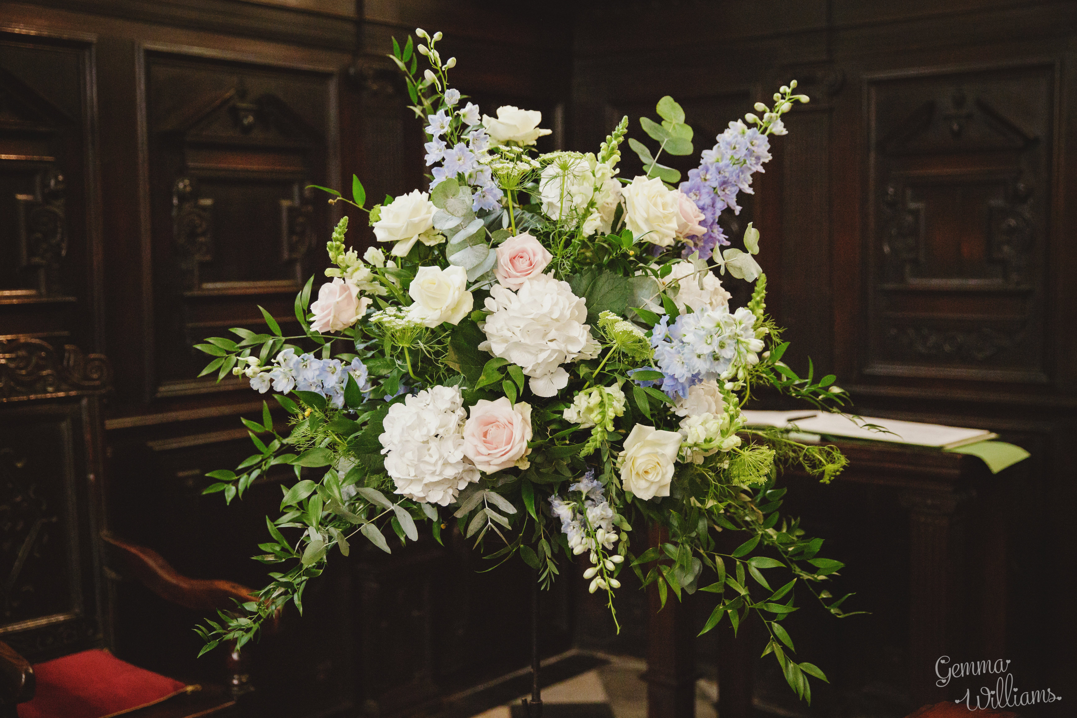 Gorgeous Elegant Oxford College Wedding Flowers at Rhodes House Oxford Joanna Carter Wedding Flower Oxford Oxfordshire Buckinghamshire Berkshire London