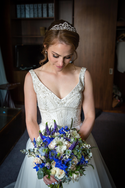 Bride's Wedding Bouquet Queen's College Oxford Joanna Carter Wedding Flowers Oxford Oxfordshire Buckinghamshire Berkshire London
