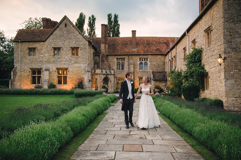 Beautiful Elegant Stylish gorgeous wedding flowers at Notley Abbey, Buckinghamshire, Joanna Carter Wedding Flowers Oxfordshire Buckinghamshire Berkshire Surrey London