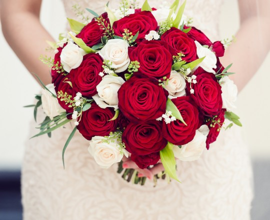 Beautiful Bespoke Elegant Brides Bouquet, with Gorgeous, Stunning & Fabulous Flowers - Luxury wedding flowers in Oxford, Oxfordshire, Buckinghamshire & London