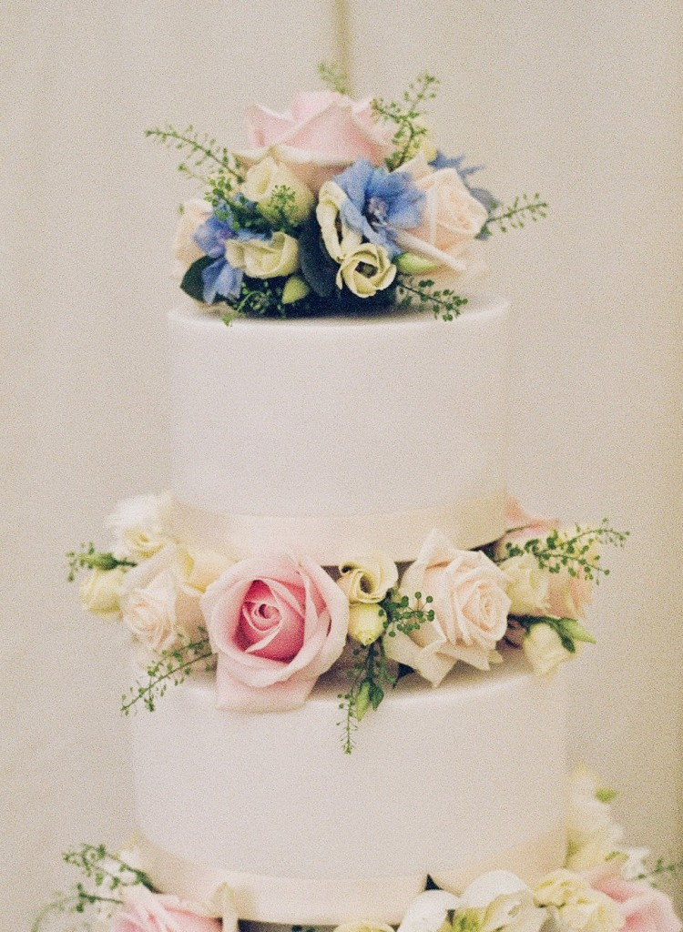 Wedding Cake Flowers, Joanna Carter Wedding Flowers, Oxford, Oxfordshire, Buckinghamshire, Berkshire and London