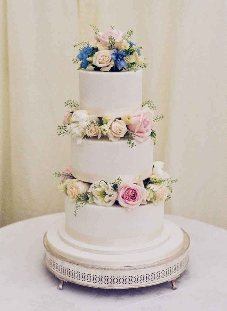 Wedding Cake Flowers, Joanna Carter Wedding Flowers, Oxford, Oxfordshire, Buckinghamshire, Berkshire and London