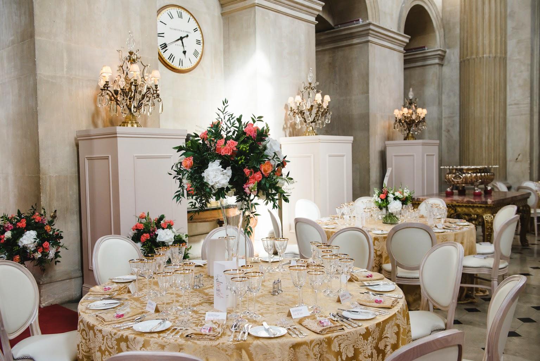 Flute Vase Arrangement, The Great Hall Blenheim Palace, Joanna Carter Wedding Flowers, Oxford, Oxfordshire, Buckinghamshire, Berkshire and London