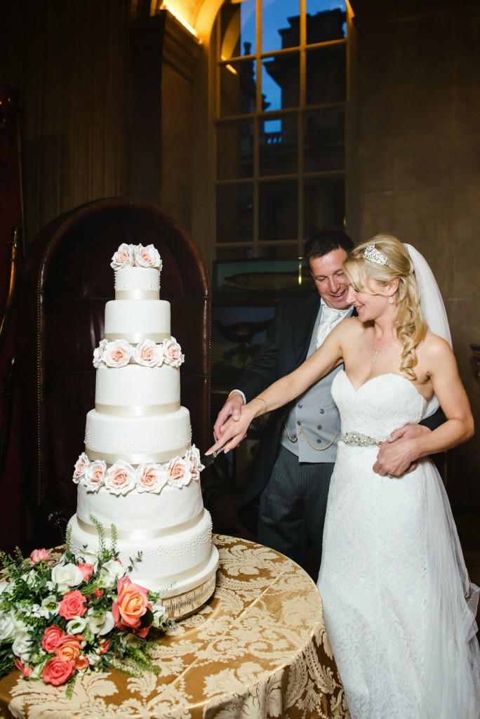Wedding Cake, The Great Hall Blenheim Palace, Joanna Carter Wedding Flowers, Oxford, Oxfordshire, Buckinghamshire, Berkshire and London