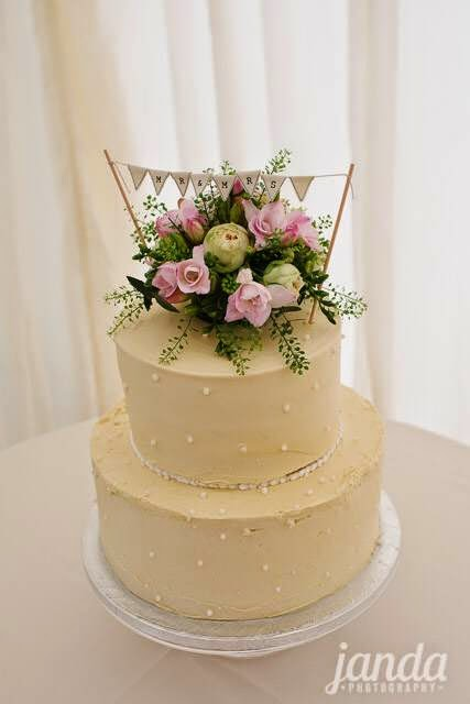 Cake Flowers, Joanna Carter Wedding Flowers, Oxford, Oxfordshire, Buckinghamshire, Berkshire & London