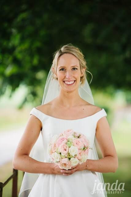 Beautiful Bespoke Elegant Brides Hand tied Bouquet, with Gorgeous, Stunning & Fabulous Flowers - Luxury wedding flowers in Oxford, Oxfordshire, Buckinghamshire & London