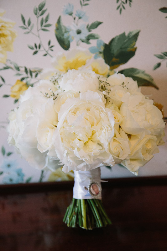 Amy And Joseph S Stylish White Wedding Flowers At