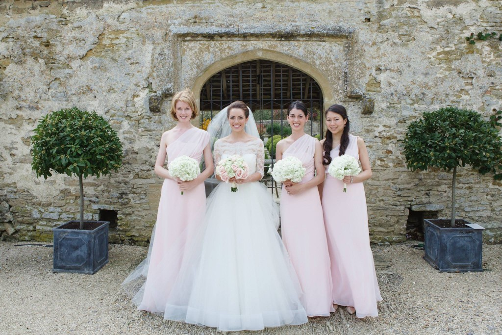 Bride & Bridesmaids bouquets, Caswell House, Joanna Carter wedding flowers, Oxfordshire, Berkshire, Buckinghamshire, London