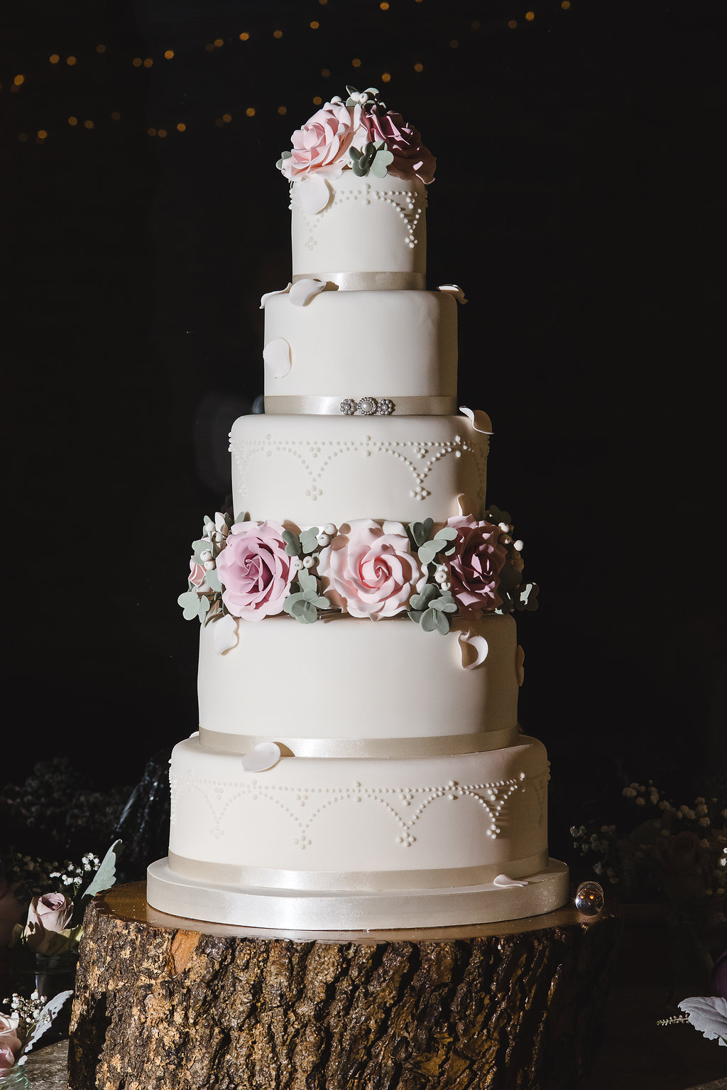 Wedding Cake Makers Buckinghamshire Fiona And Ted S Stylish Winter Flowers At The