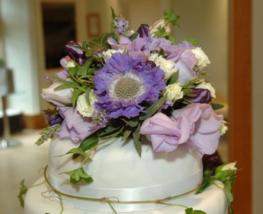 Fabulous beautiful bespoke elegant wedding cake flowers Joanna Carter Wedding Flowers Oxford Oxfordshire Buckinghamshire Berkshire Surrey London