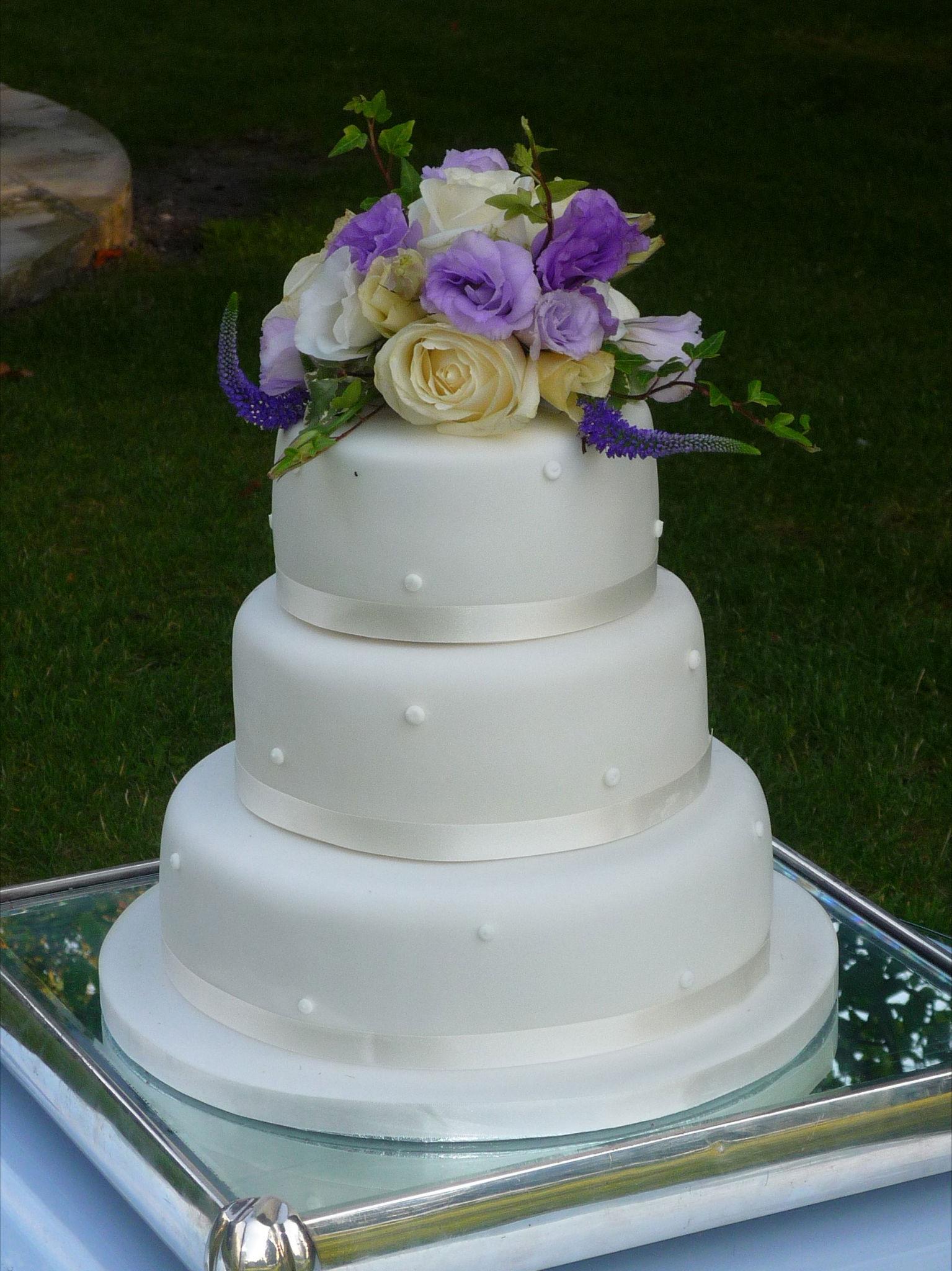 Fabulous Beautiful Bespoke Elegant Wedding Cake Flowers Joanna Carter Oxford Oxfordshire Buckinghamshire Berkshire Surrey London
