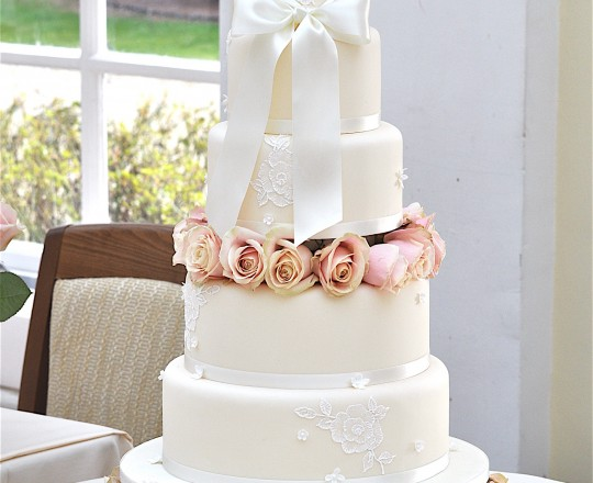 Fabulous beautiful bespoke elegant rose wedding cake flowers Joanna Carter Wedding Flowers Oxford Oxfordshire Buckinghamshire Berkshire Surrey London