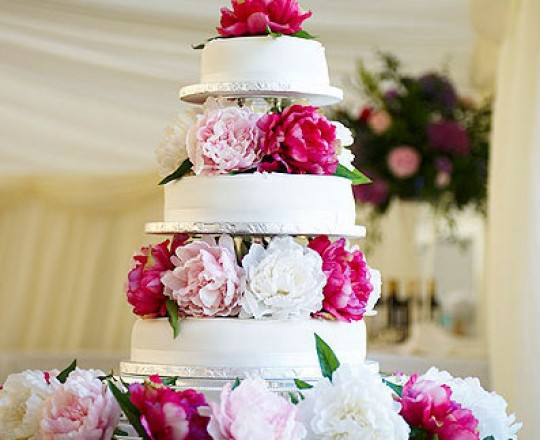 Fabulous beautiful bespoke elegant wedding cake flowers by Joanna Carter Wedding Flowers Oxford Oxfordshire Buckinghamshire Berkshire Surrey London